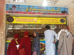 Toko Penjual kurma murah diujung pemakaman Baqi, Madinah